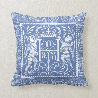 Coussin Lettre bleue H de château médiéval français