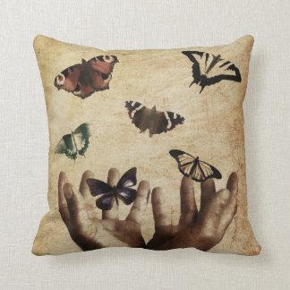 Coussin LIBÉRATION de CHIFFRE - carreau de papillon