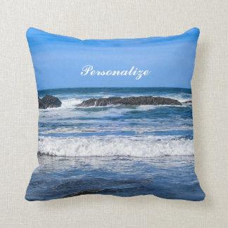 Coussin L'océan pacifique bleu avec le nom