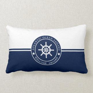 Coussin lombaire de bleu marine avec l'étiquette