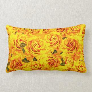Coussin lombaire de roses jaunes