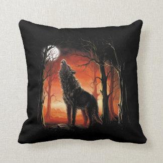 Coussin Loup d'hurlement au carreau de coucher du soleil