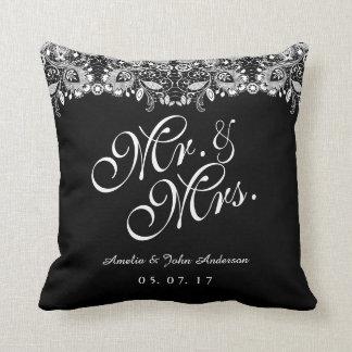 Coussin M. et Mme blancs noirs Wedding Pillow de dentelle