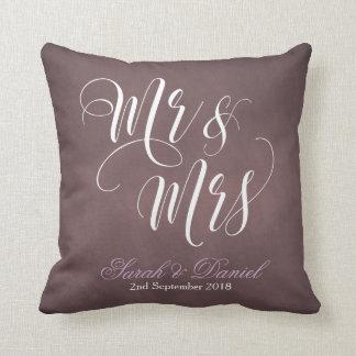 Coussin M. et Mme blancs pourpres mats Wedding Keepsake