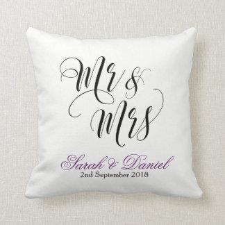 Coussin M. et Mme pourpres blancs Wedding Pillow Keepsake