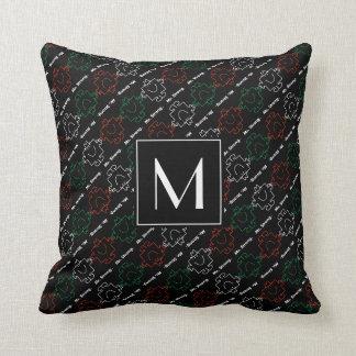 Coussin M. Strong | monogramme rouge, de blanc et de vert
