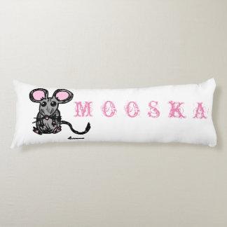 Coussin mignon de corps de souris de Mooska