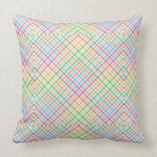 Coussin modelé par plaid en pastel coloré