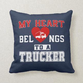 Coussin Mon coeur appartient à un camionneur