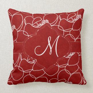 Coussin Monogramme de magnolia de rouge riche et de blanc