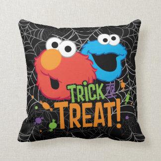 Coussin Monstre de biscuit et Elmo - des bonbons ou un