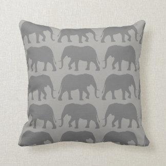 Coussin Motif de silhouettes d'éléphant africain
