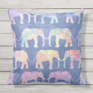 Coussin Motif tribal tiré par la main d'éléphants de Boho