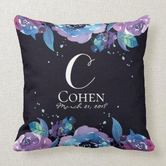 Coussin Noir bleu et monogramme floral pourpre de mariage