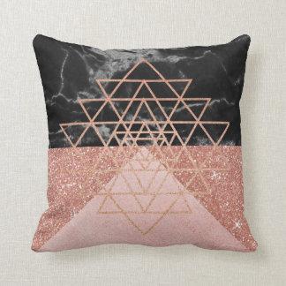 Coussin Noir de marbre de triangle d'or de rose de rose de