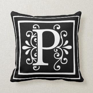 Coussin Noir de monogramme de la lettre P