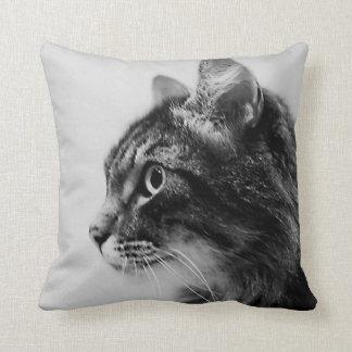 Coussin noir et blanc de coussin d'art de chat de