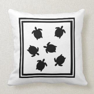 Coussin noir et blanc de tortue