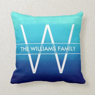 Coussin Nom de famille et monogramme d'Ombre de bleu