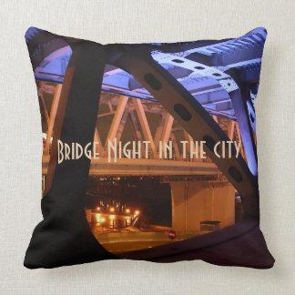Coussin Nuit de pont dans la ville