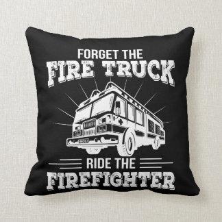 Coussin Oubliez le tour de camion de pompiers le