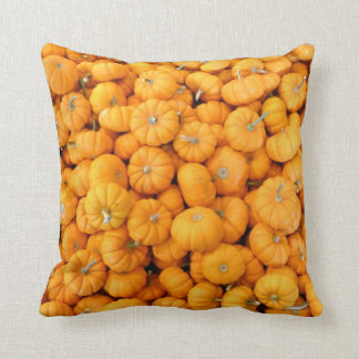 Coussin Petits citrouilles oranges de récolte d'automne