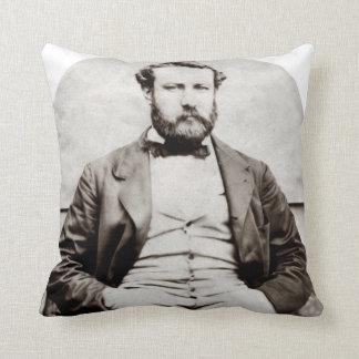 Coussin Photographie vintage de portrait de Jules Verne