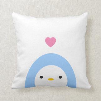 Coussin Pingouin dans le carreau d'amour