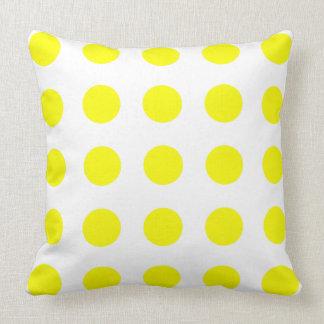 Coussin Pois de jaune de soleil lumineux sur le blanc