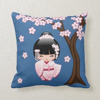 Coussin Poupée blanche de Kokeshi de kimono - fille de