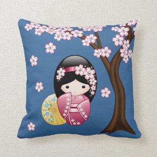 Coussin Poupée de Kokeshi de ressort - geisha japonais