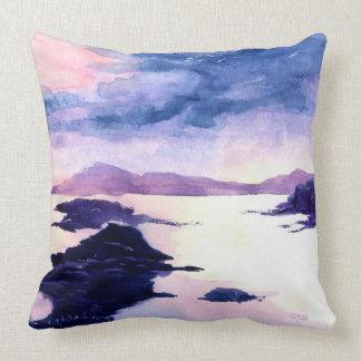 Coussin pour aquarelle pourpre de paysage de Loch