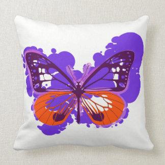 Coussin pourpre de papillon d'art de bruit