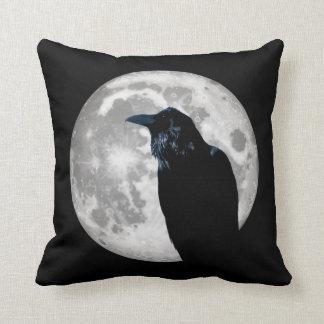 Coussin Raven dans la lune