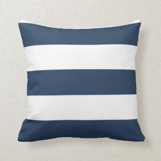 Coussin rayé de bleu marine et blanc nautique