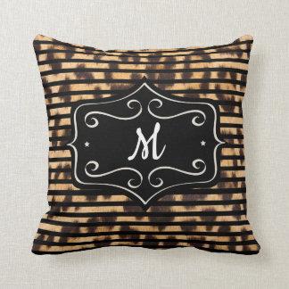 Coussin rayé de monogramme d'empreinte de léopard