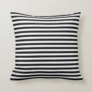 Coussin rayé noir et blanc