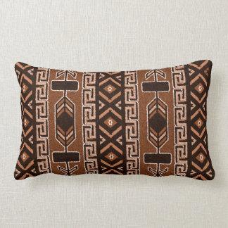 Coussin Rectangle Brown et motif aztèque tribal de sud-ouest noir