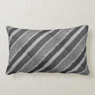 Coussin Rectangle diaganol noir et blanc tricoté à la main barré