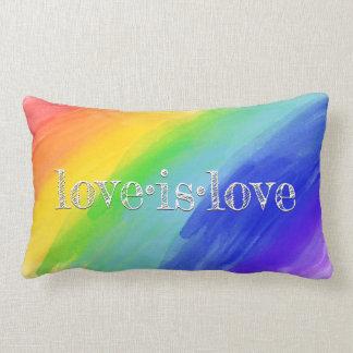 Coussin Rectangle L'amour est l'arc-en-ciel LGBT d'aquarelle de