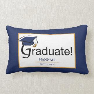 Coussin Rectangle Les félicitations reçoivent un diplôme, casquette,
