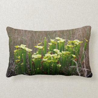 Coussin Rectangle Usine de broc vert et jaune dans le marais