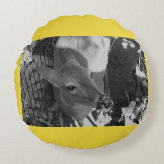 Coussin rond de cerfs communs jaunes