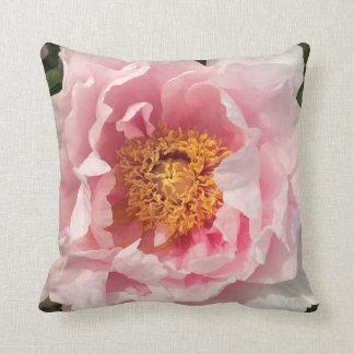 Coussin rose-clair de pivoine