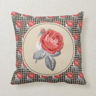 Coussin Roses roses vintages et motif de pied-de-poule