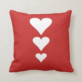 Coussin rouge mignon de jour de trois Valentines