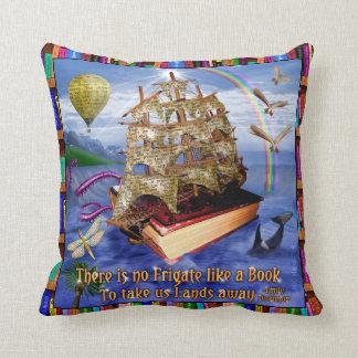Coussin Scène d'océan de bateau de livre avec la citation