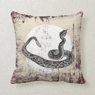 Coussin serpent de hochet