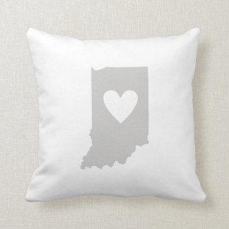 Coussin Silhouette d'état de l'Indiana de coeur