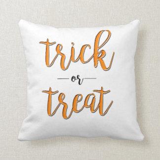 Coussin simple noir orange de Halloween de des bonbons ou